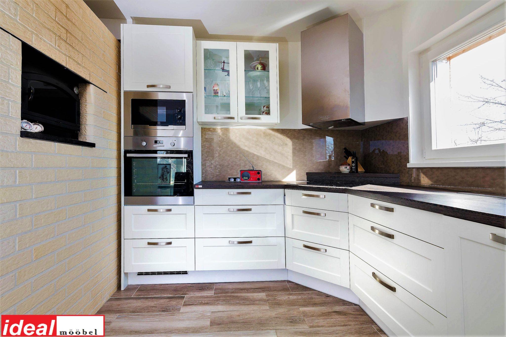 Raamustega (uksetüüp MDF3) köögimööbel